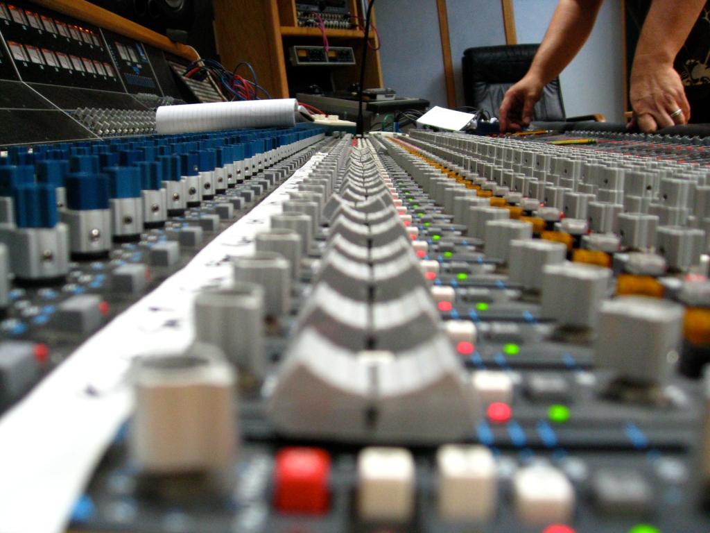 Sound mixer board