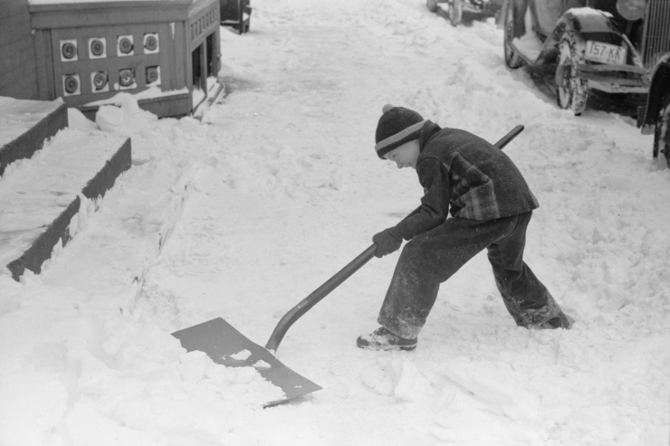Untitled photo, possibly related to Shoveling snow off the sidewalk, Chillicothe, Ohio (Library of Congress, LC-USF33-003473-M2)
