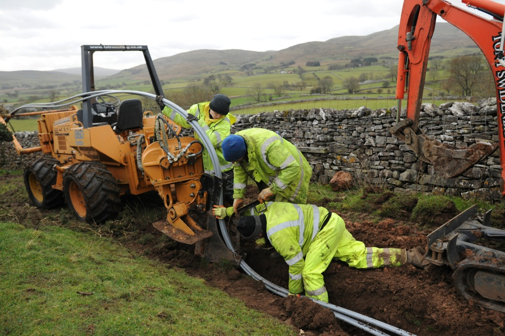 BDUK Cumbria Fell End11 - Engineers laying a cable as part of a community dig near Fell End Cumbria